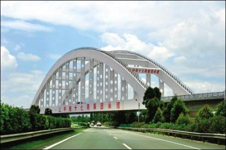 沿途鬼斧神工的大桥