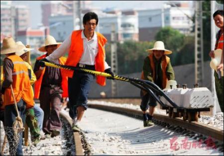 厦门岛内段开始铺轨