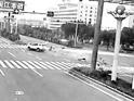 江滨大道 电动车被撞成碎片