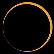 月球东边缘与日轮的东边缘内切称为环食终。