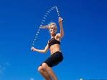 每天跳绳200下月瘦30斤