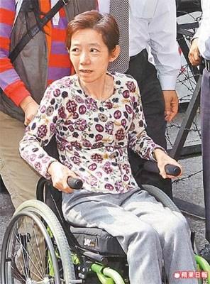吴淑珍坐轮椅出庭。来源:台湾《苹果日报》