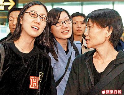 """台湾男子网上留言吁""""扑杀""""马英九爱女马唯中(左)和马元中(中),右为周美青。"""
