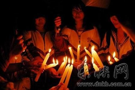 20根蜡烛筑成追悼的心