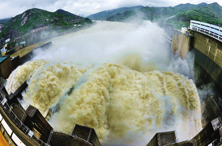 福建部分水位超警戒 闽江上游迎今年第一场洪水