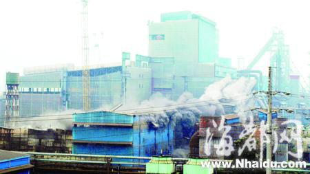 高难度爆破 三明钢铁厂旧厂房被拆除(图)_新闻