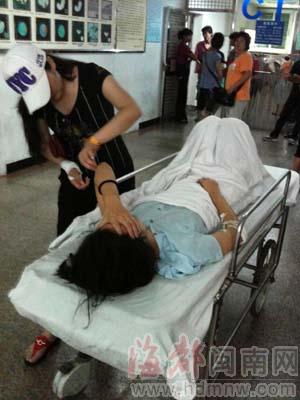 阿妍在医院接受治疗