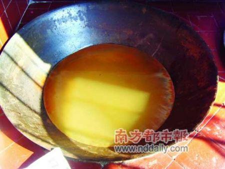 悦洋片村,煮开的井水放置一晚之后。南都记者 杨传敏 摄