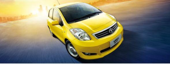Yaris雅力士将采用全新开发的1.6L双VVT-i发动机,最大功率87kw/6,000rpm、最大扭矩150Nm/4400rpm、最高时速195km、实现了在中低转速下的卓越动力表现,具有可与中级车相媲美的动力性能。在实现超越现有紧凑型汽车标准的加速性能和高速行驶速度的安定性的同时,并以其优越的燃油经济性实现了环保和动力性能的双赢。