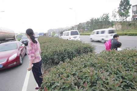 24小时内福峡路再夺两命 开通一年吞噬16条生命(组图)