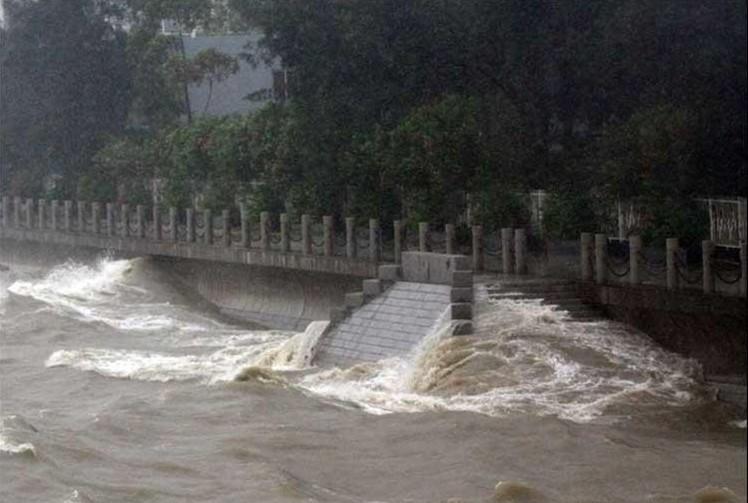 厦门:潮水几乎能够漫上海堤