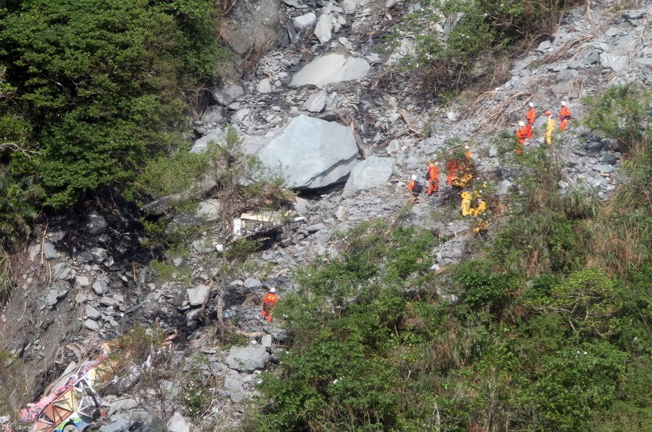 台湾:苏花公路塌方搜救现场