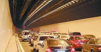 隧道内限速设置不合理