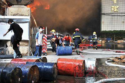 晋江工业区一鞋厂发生大火 连烧4小时