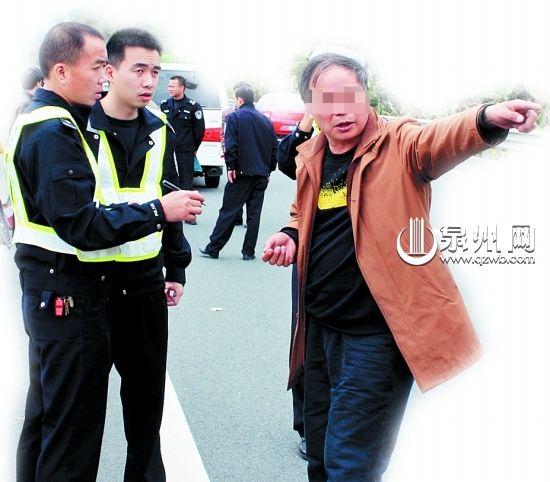 司机游某在接受交警询问