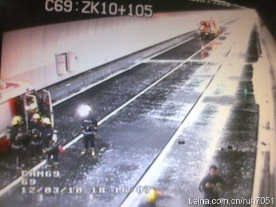 """消防车已经抵达事故现场。网友""""茹红""""供图。"""