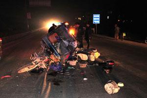 交通混乱 摩托车与三轮车酿惨剧