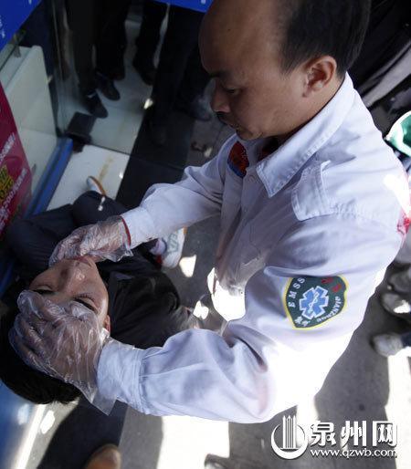 120医生一检查,原来口含物体装脸肿