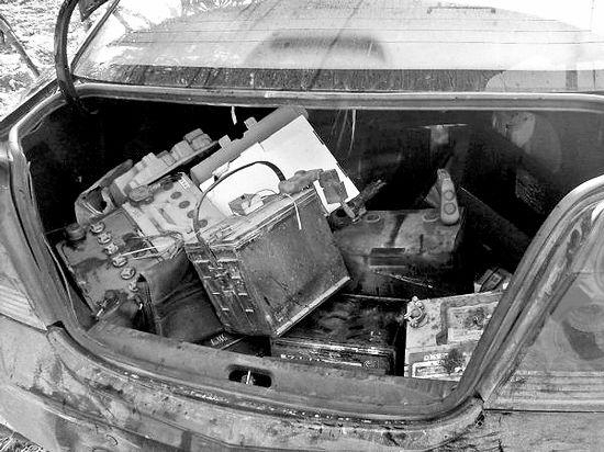 小车后备厢装着大量赃物