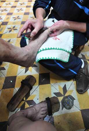 修脚这行当也是老汤池里必有的,懂行的人都说,专业的修脚只有这里才有