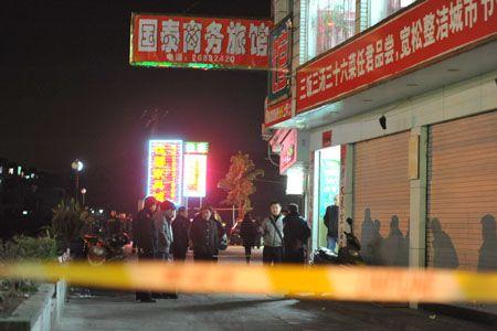 昨晚8点左右,出事的旅馆前仍拉着警戒线