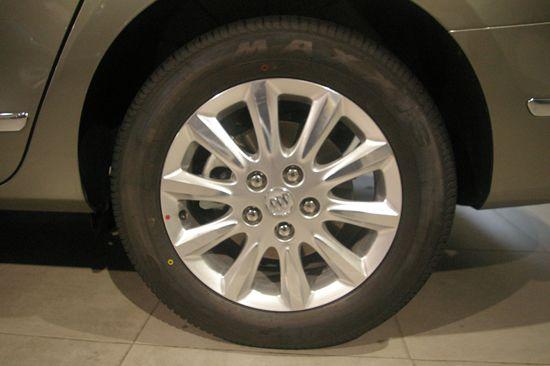 轮胎的尺寸也升级为225/60