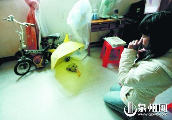 洪佩评每天都会对着儿子的玩具祈祷,希望能早日找回儿子