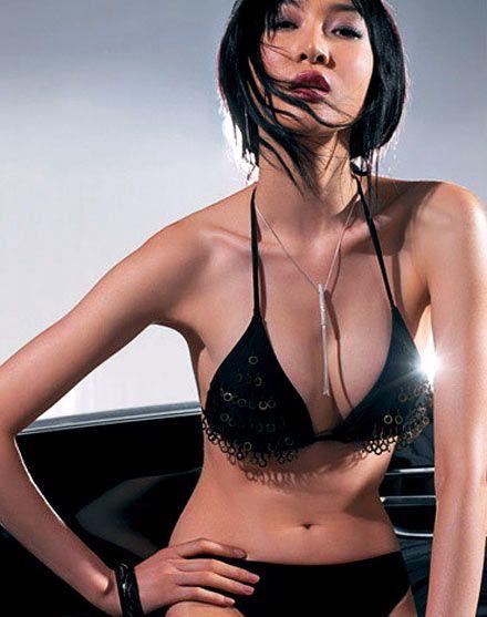 未成年禁区:超越极品的魅力香车美女