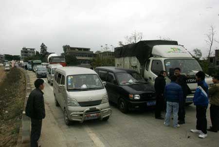 运猪车事故造成交通堵塞,又导致好几起交通事故