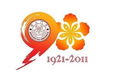 标志将90与厦门大学校花凤凰花通过替代同构的方式进行组合,又将数字