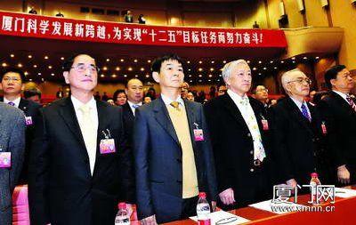 台商委员杨鸿明(左)和黄锡斌出席会议。(刘东华 摄)