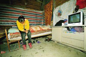 知道自己随时会晕倒,邵美大多数时间都坐在床头