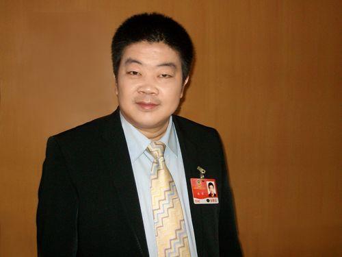 冯军今年两会提案:建议政府机构试点开微博