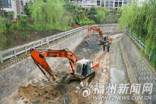 挖掘机清淤泥