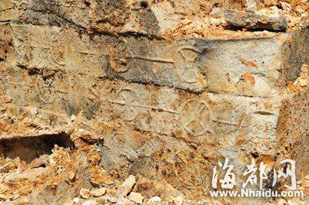 墓砖上印有古钱币花纹