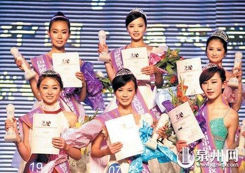 冠军张燕平(后排中)等三甲选手合影