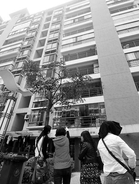 """隐形玻璃窗变""""隐身杀手"""" 8楼砸下划伤福州男童(图)"""