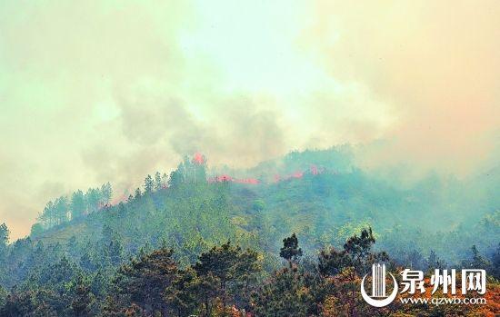 下午2点左右,火龙肆虐,浓烟遮天