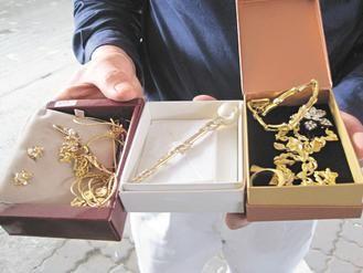 捡到价值15万的金饰拾金不昧 志工送警招领(图)