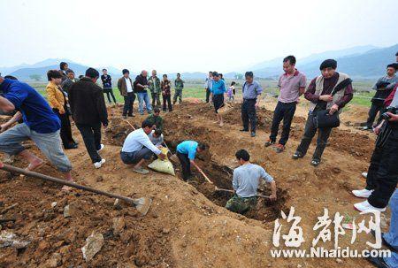 """考古专家抢救性发掘古墓,连叹 """"太可惜了!"""""""