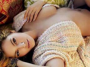 裸睡出美女:裸睡时皮肤能够直接大面积地接触空气