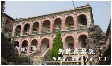 建筑为两幢西欧式别墅