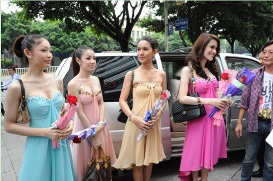 泰国人妖被 逼 召开 整形美容新闻发布会图片