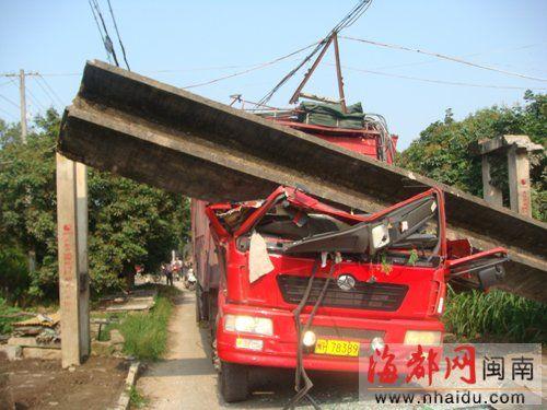 交警介入调查后,意外发现司机竟然是一名在逃人员。