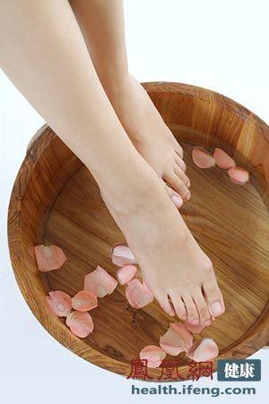 光脚穿凉鞋的女性越来越多