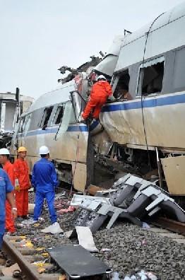 温州动车脱轨事故已致35人死亡
