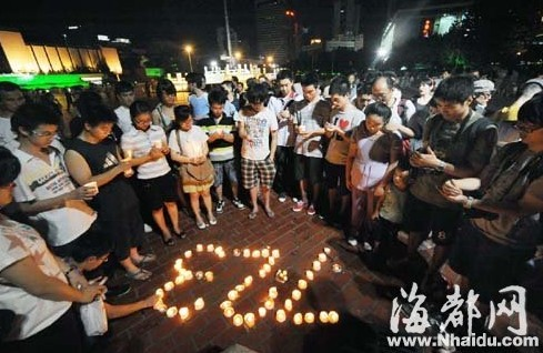 福州五一广场烛光悼念7・23遇难者