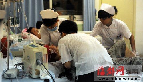 李先生在医院接受抢救