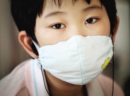 10岁的许楚楚在病床上等待救命的血小板