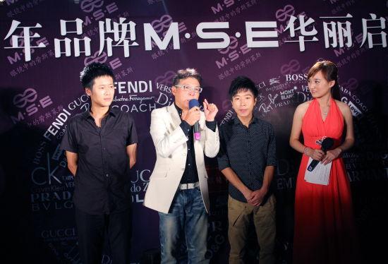 歌手姜育恒在福州明视MSE眼镜会所举行签售会
